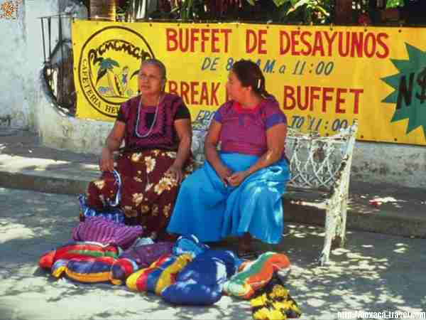 Women from the Tehuantepec Isthmus
